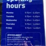 Часы работы Банка Шотландии (Bank of Scotland) в нашем городе