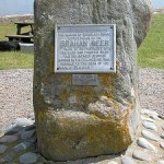 камень памяти шотландского провидца Брахама Сира