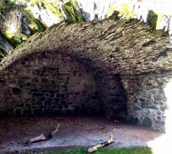 Сводчатый погреб в замке Драмин — the Barrel Vaulted Cellar