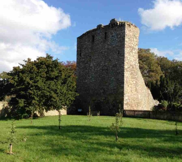 Вид на замок Драмин со стороны сада — Drumin Castle View from Walled Garden