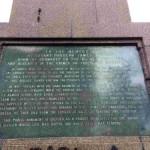 Мемориальная табличка на монументе Джеймсу Томсону в Форресе