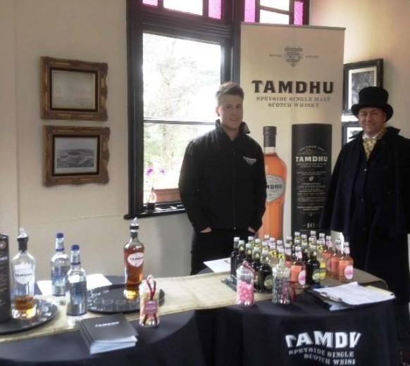 Ребята из Tamdhu Distillery подготовились к встрече гостей достойно
