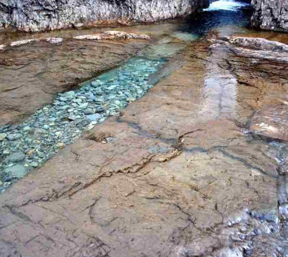Еще один из природных каналов Бассейнов Фей