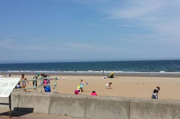Шотландцы и впрямь люди очень закаленные. Пляж Портобелло