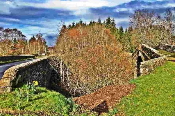 Стрелка-тень возле деревни Whitebridge указала мне направление движения;)