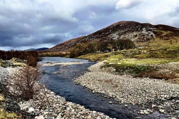 Место, где river E впадает в Лох-Мор