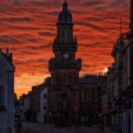Tolbooth и закатное небо Форреса
