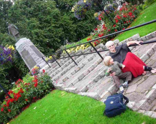 С внуком у подножия Военного Мемориала